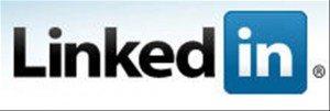 LinkedIn es el destino obligado para todo aquel que esté en búsqueda de un trabajo, ya que reúne a más de 8.5 millones de profesionales que buscan y ofrecen empleos de todo tipo. Al haber tanta competencia dentro de la red, es necesario tener algunos ases bajo la manga para poder destacarnos y obtener ese puesto deseado. Estos son 10 consejos y estrategias útiles para conseguir trabajo a través de LinkedIn.
